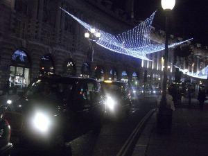 Las estrellas de luz llenan Regent Street