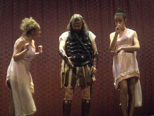 Perseo -Ángel Cercós- y las musas del canto -Tessa Bodi- y de la danza