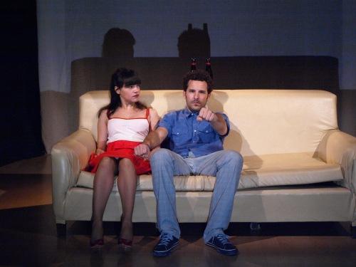 Escena de 'Pieza inconclusa para sofá y dos cuerpos'